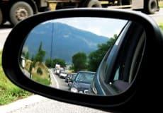 Prowadząc samochód musisz podnosić głos? Potrzebujesz szyb akustycznych